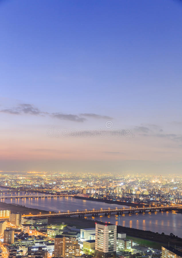 Ansicht von Osaka vom Dachgeschoss des höchsten Gebäudes in der Stadt stockbild