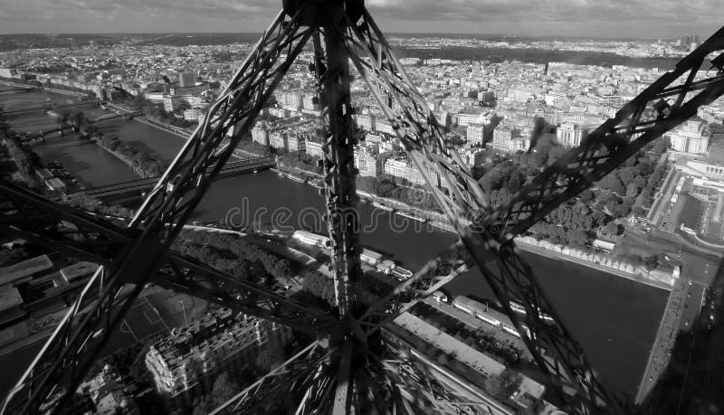 Ansicht von Paris vom Eiffelturmaufzug lizenzfreie stockbilder