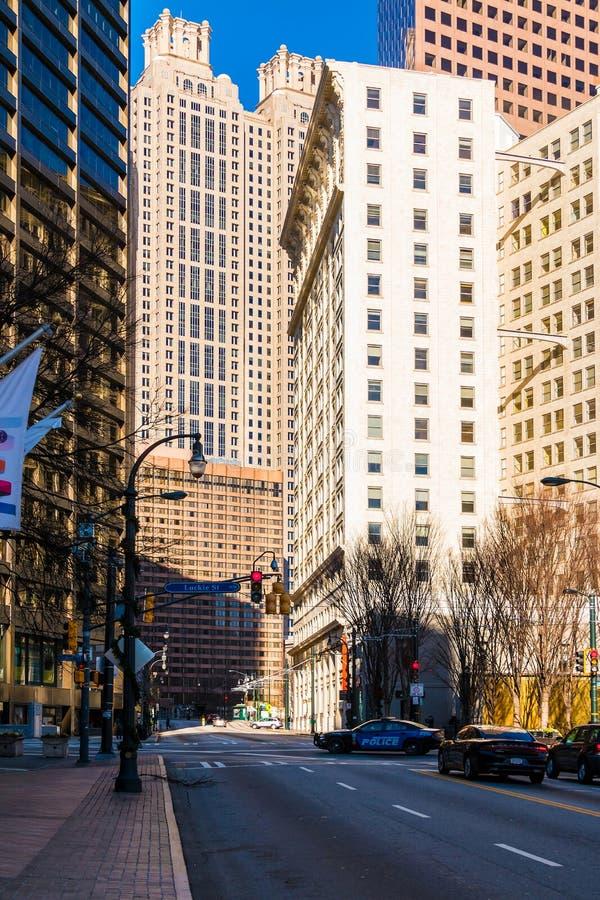 Ansicht von Peachtree-Straße Ne am sonnigen Tag, Atlanta, USA stockfotografie
