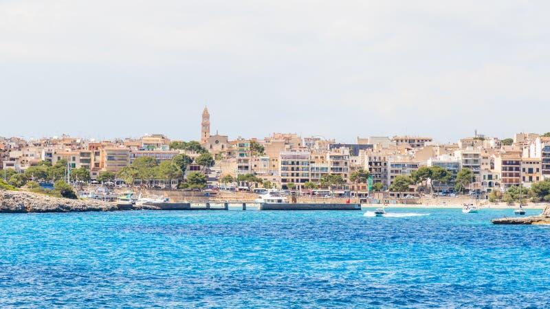 Ansicht von Porto Cristo vom Meer, Majorca stockbild