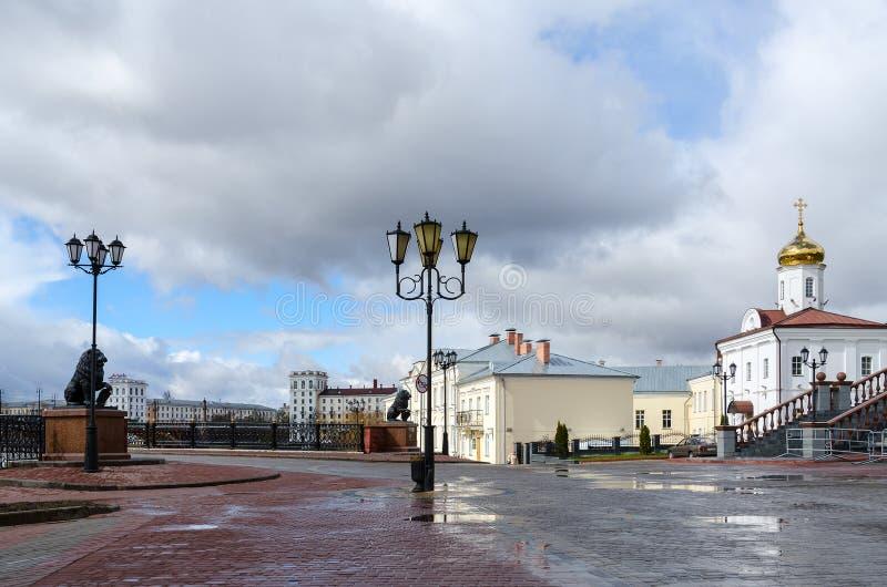 Ansicht von Pushkinsky-Brücke und Heiliger Geist von weiblichem Kloster, Vite lizenzfreie stockfotos