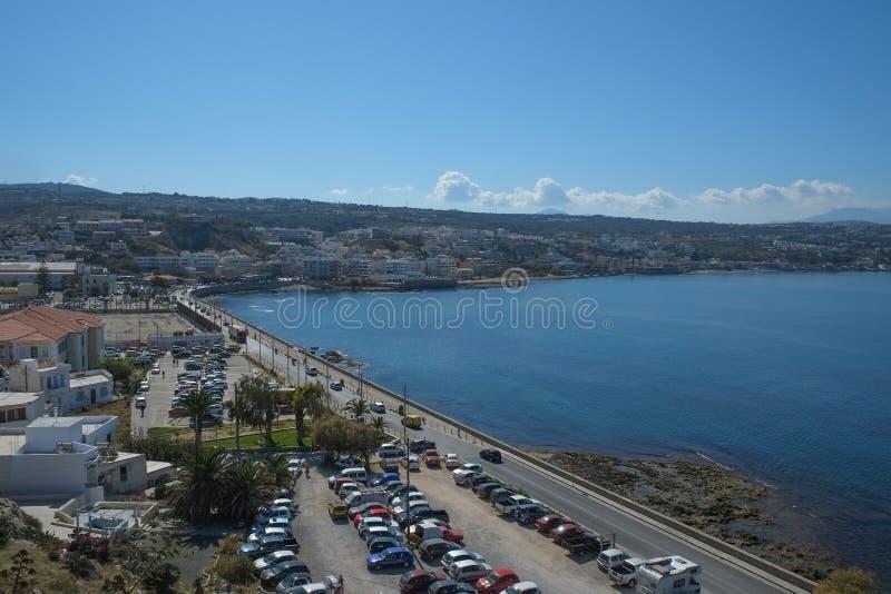 Ansicht von Rethymno-Stadt von den mittelalterlichen Verstärkungen in Rethymno, Kreta stockfotografie