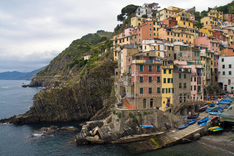Ansicht von Riomaggiore, eins des Cinque Terre Landhauses stockfoto