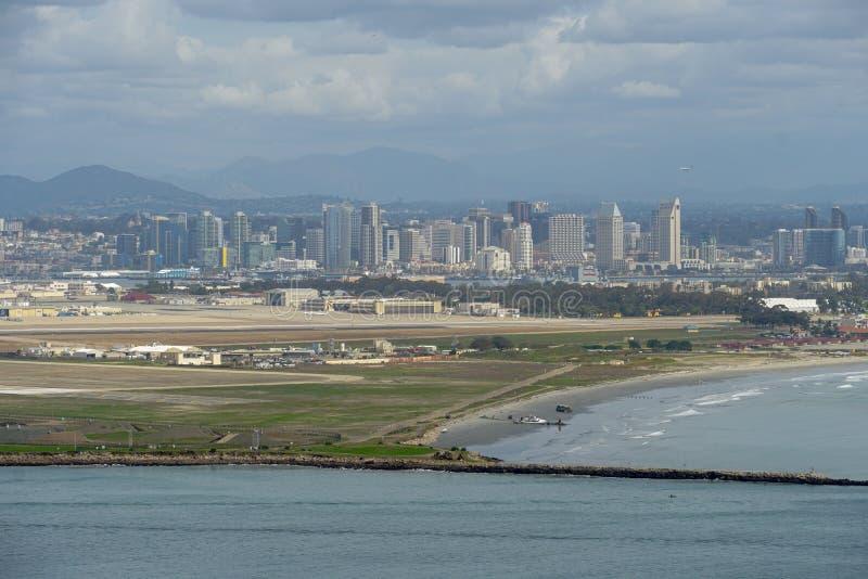Ansicht von San Diego-Stadtzentrum von Cabrillo-Nationaldenkmal lizenzfreies stockbild