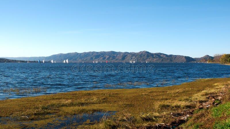 Ansicht von San Roque Lake stockbilder