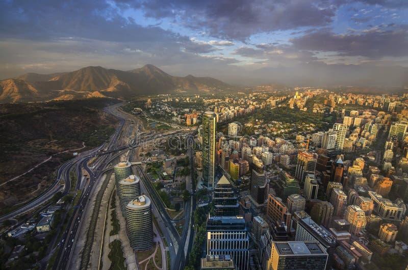 Ansicht von Santiago de Chile mit Gebirgszug Los Anden in der Rückseite stockfoto