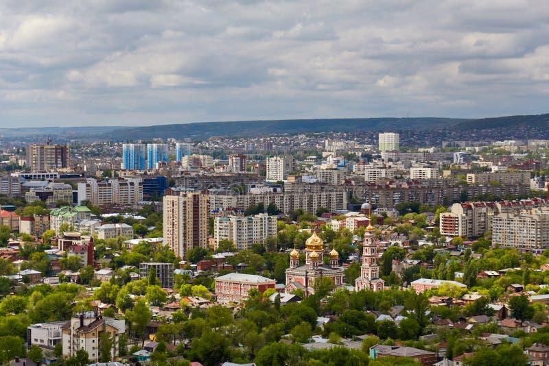 Ansicht von Saratow von einer Aussichtsplattform stockbilder