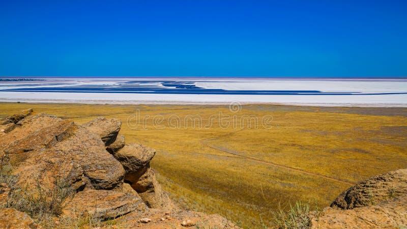 Ansicht von See Baskunchak vom großen Bogdo-Berg stockfoto