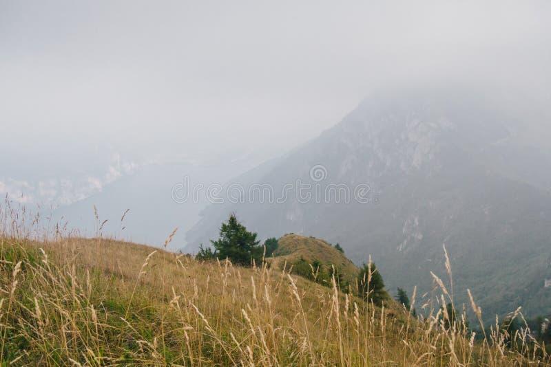 Ansicht von See Garda von Monte Baldo lizenzfreies stockbild