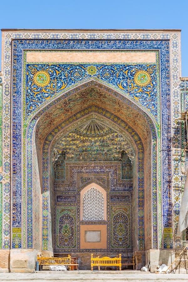 Ansicht von Sher-Dor Madrasah in Samarkand, Usbekistan stockfoto