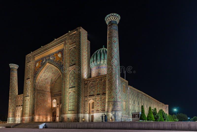 Ansicht von Sher-Dor Madrasah in Samarkand, Usbekistan stockfotografie