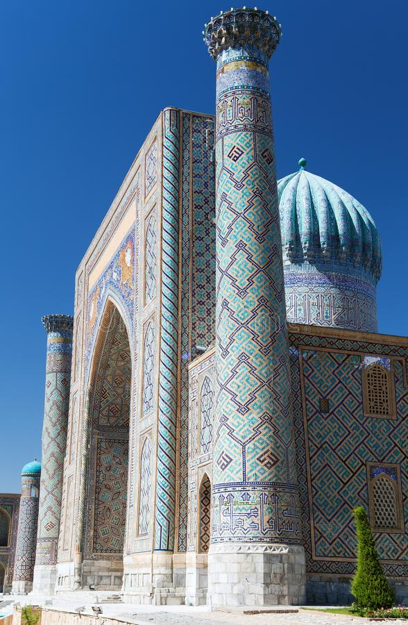 Ansicht von Sher Dor Medressa - Registan - Samarkand stockfotografie