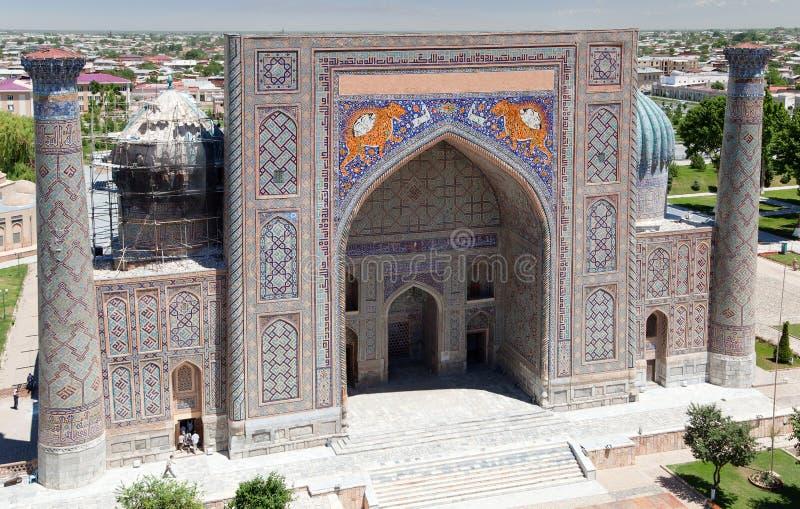Ansicht von Sher Dor Medressa - Registan - Samarkand stockbild