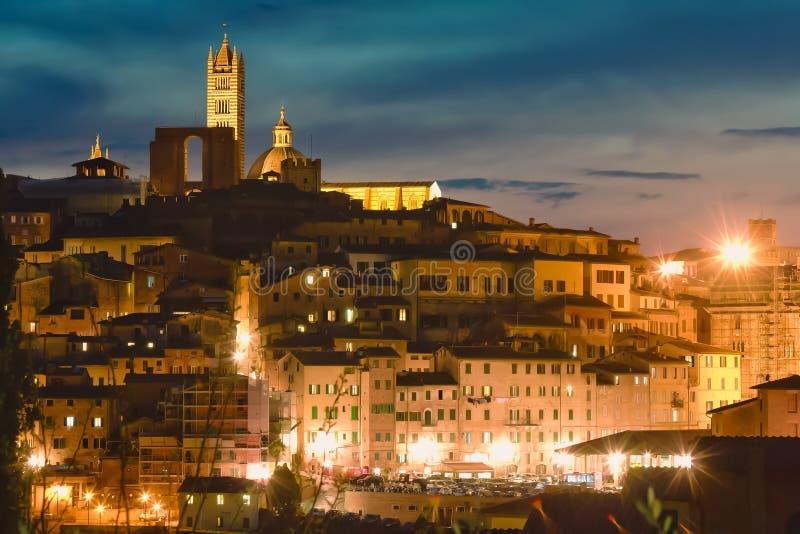 Ansicht von Siena mit berühmtem Duomo bei Sonnenuntergang toskana Italien lizenzfreie stockfotos