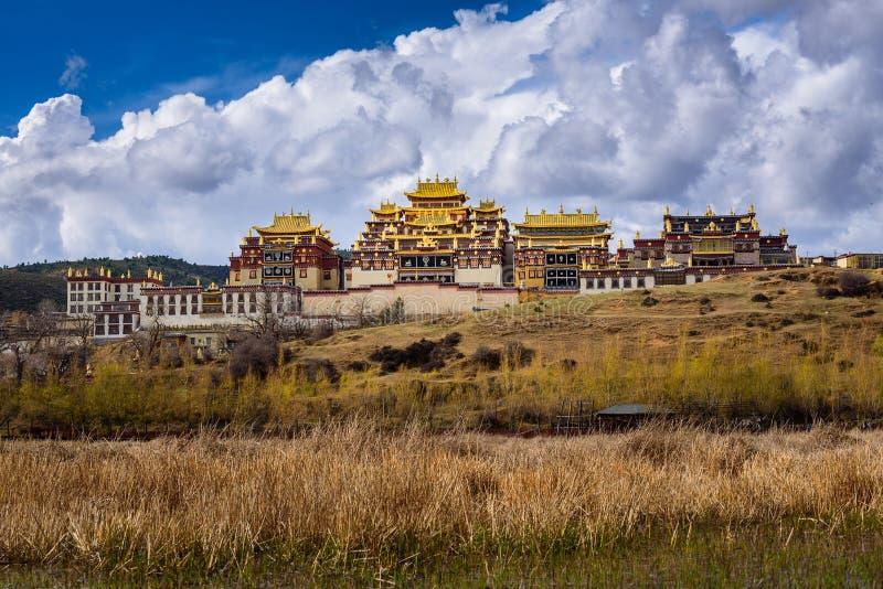 Ansicht von Songzanlin-Tempel in Shangri-La lizenzfreies stockbild