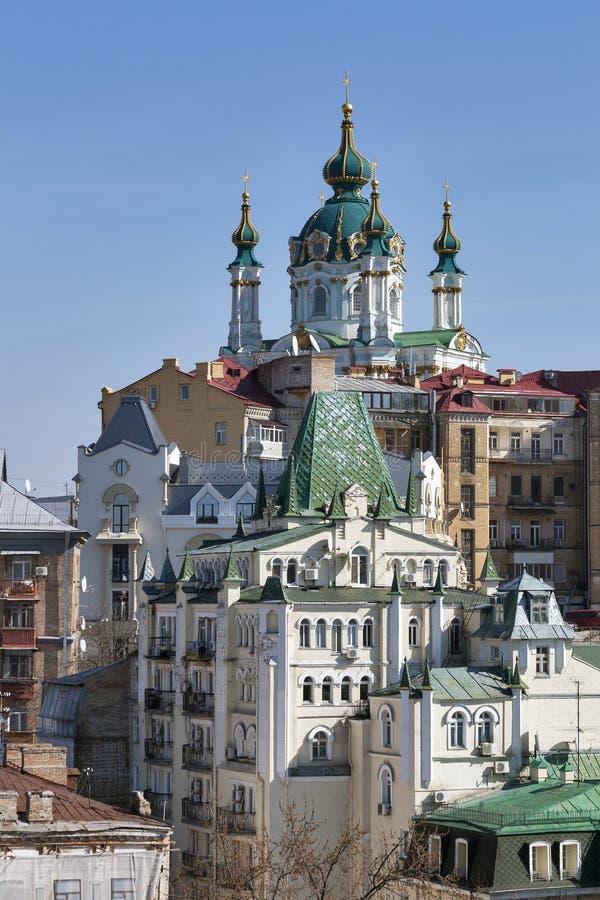 Ansicht von St Andrew Kirche in Kiew, Ukraine lizenzfreie stockfotos