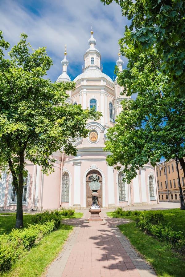 Ansicht von St Andrew u. von x27; s-Cathedra in St Petersburg stockbild