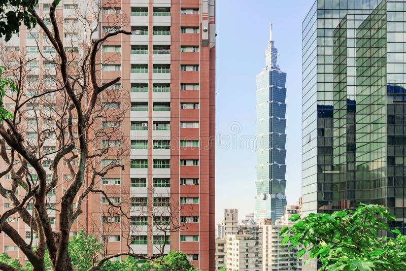 Ansicht von Taipeh 101 und von moderner Architektur lizenzfreies stockfoto