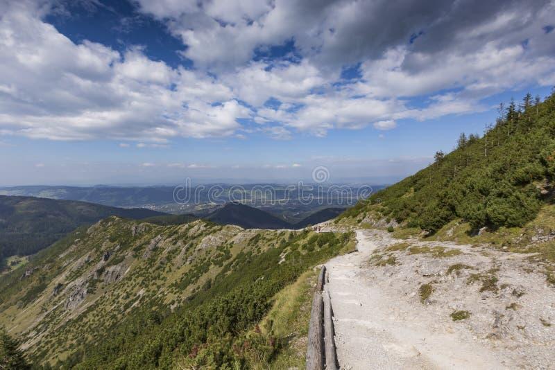 Ansicht von Tatra-Bergen vom Wanderweg polen europa lizenzfreie stockbilder