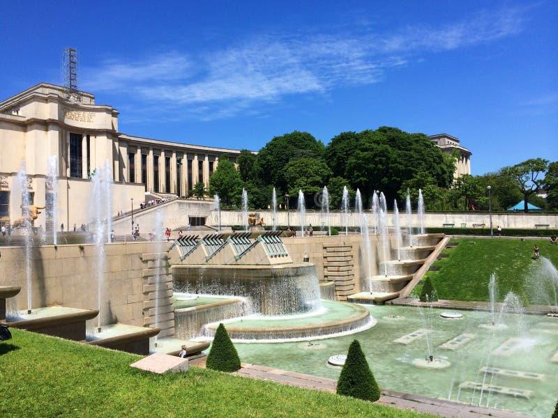 Ansicht von Trocadero-Brunnen lizenzfreie stockbilder