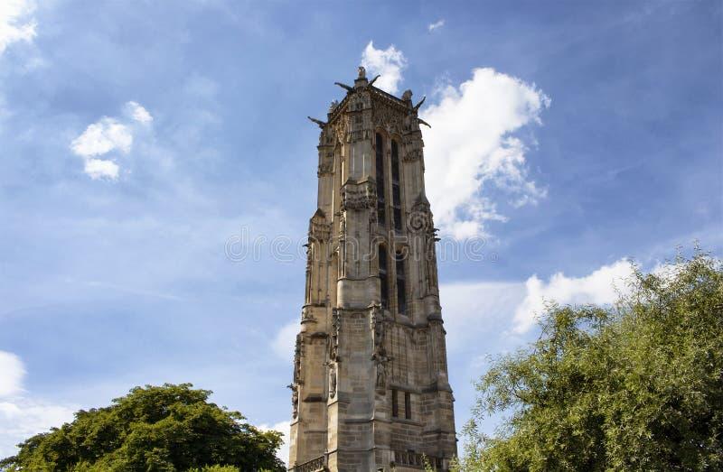 Ansicht von unten von Heilig-Jacques-Turm lizenzfreie stockbilder