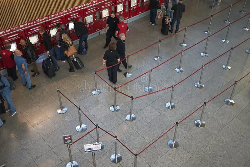 Ansicht von Untergrund und von Bahnfahrkartezähler stockfotografie