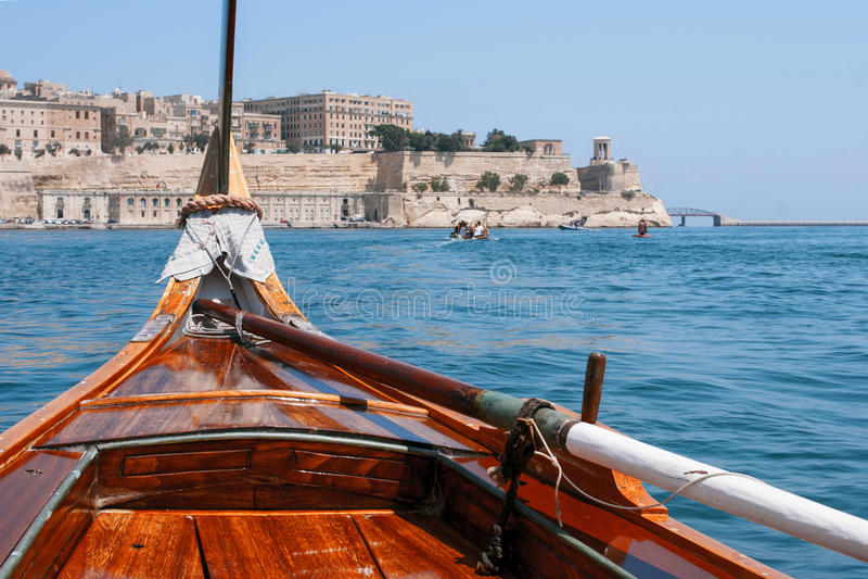 Ansicht von Valletta vom Bug des Bootes stockfotografie