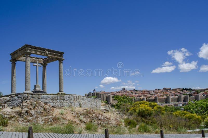 Ansicht von vier Posten zeigen auf die Stadt von Avila, Spanien lizenzfreies stockfoto