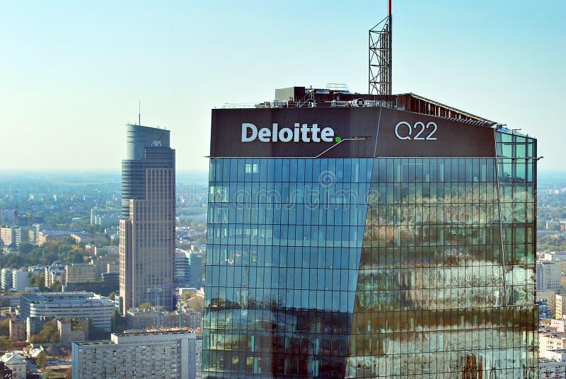 Ansicht von Wolkenkratzern und moderne Architektur vom Weltwohngebäude lizenzfreie stockfotografie
