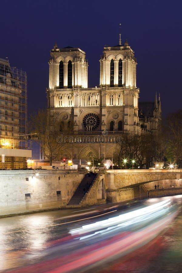 Ansicht wenn Notre Dame und das Siena in Paris nachts. stockfoto