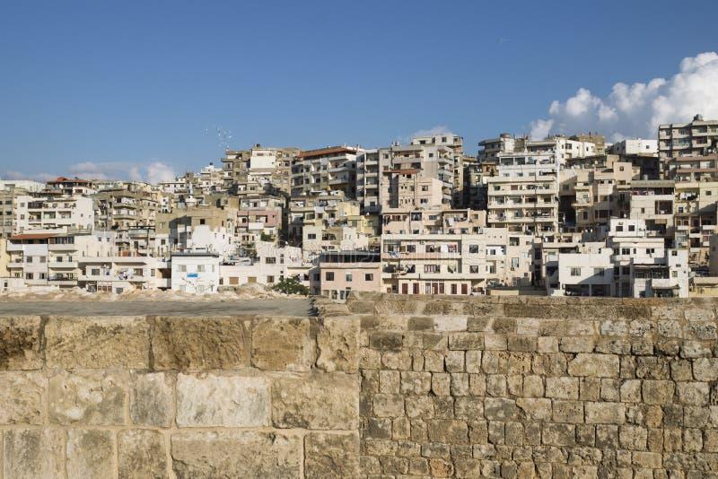 Ansicht zu den Elendsvierteln von der Zitadelle von Raymond de Saint-Gilles, Tripoli, der Libanon stockfotografie