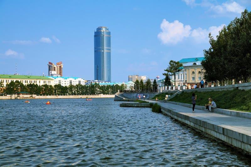 Ansicht zu den Wolkenkratzern von Ekaterinburg, Russland lizenzfreie stockfotos