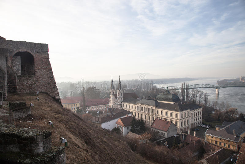 Ansicht zu Donau in Esztergom Ungarn-Landschaft lizenzfreie stockbilder