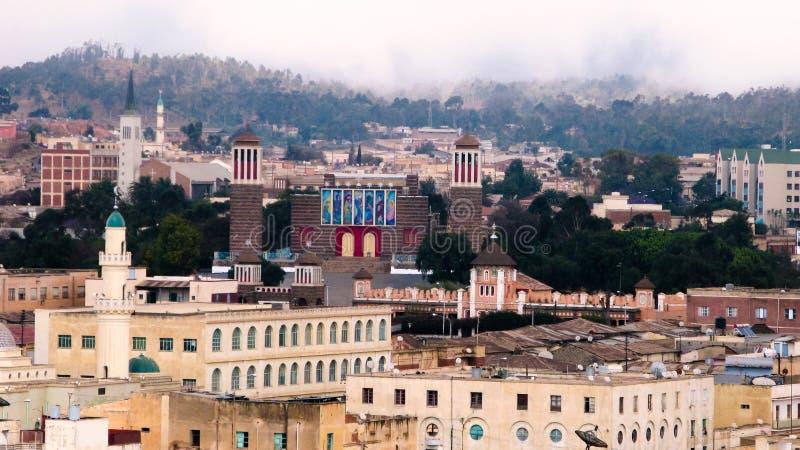 Ansicht zu Enda Mariam Cathedral in Asmara, Eritrea lizenzfreies stockbild