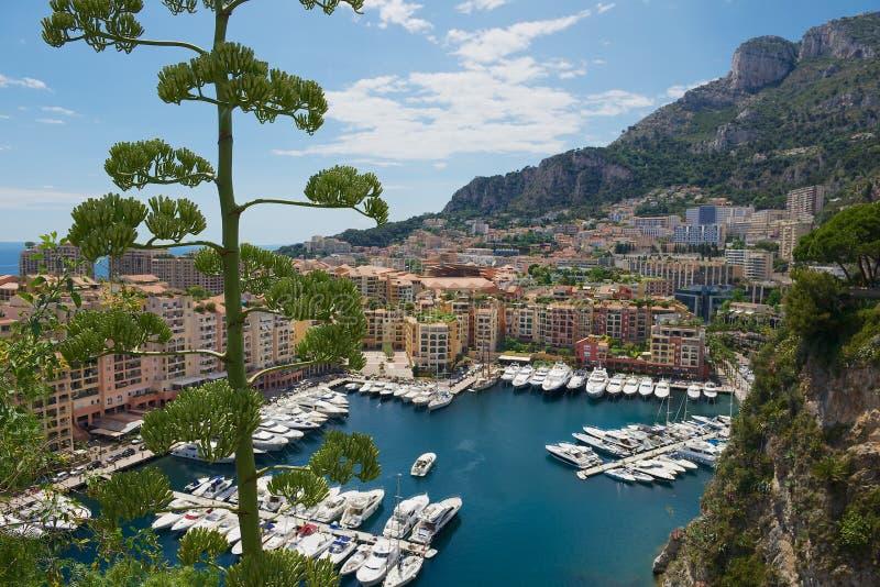 Ansicht zu Fontvieille und Monaco-Hafen in Monaco lizenzfreies stockfoto