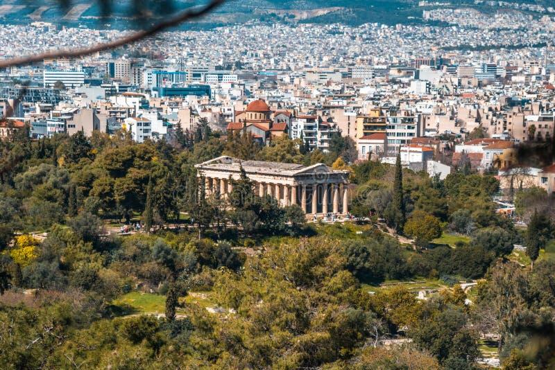 Ansicht zu Hephaestus-Tempel von der Akropolise, Athen, Griechenland lizenzfreies stockfoto