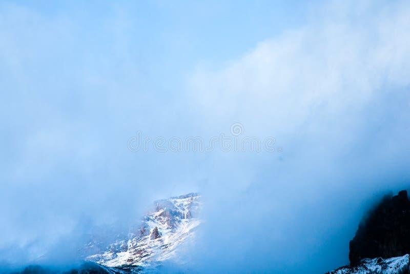 Ansicht zu Kilimanjaro von Baranco-Lager lizenzfreie stockbilder