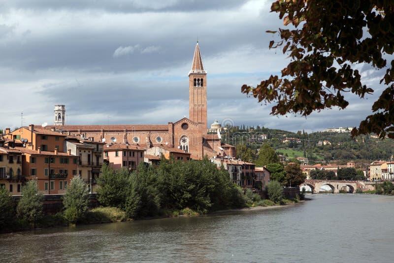 Download Ansicht Zum Fluss In Verona Stockfoto - Bild von nave, wolken: 27729692