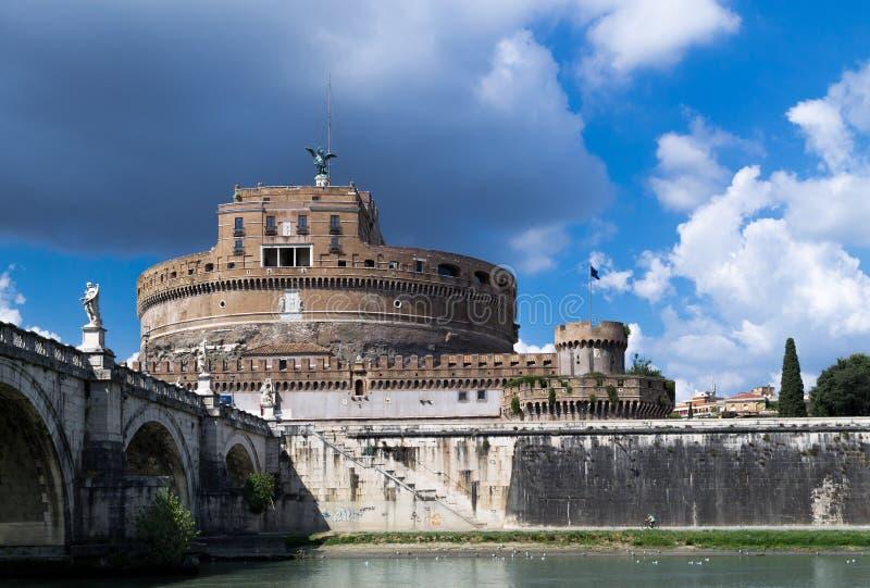 Ansicht zum Heiligen Angelo Castle stockbild