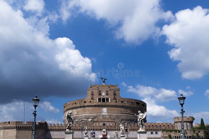 Ansicht zum Heiligen Angelo Castle lizenzfreies stockbild
