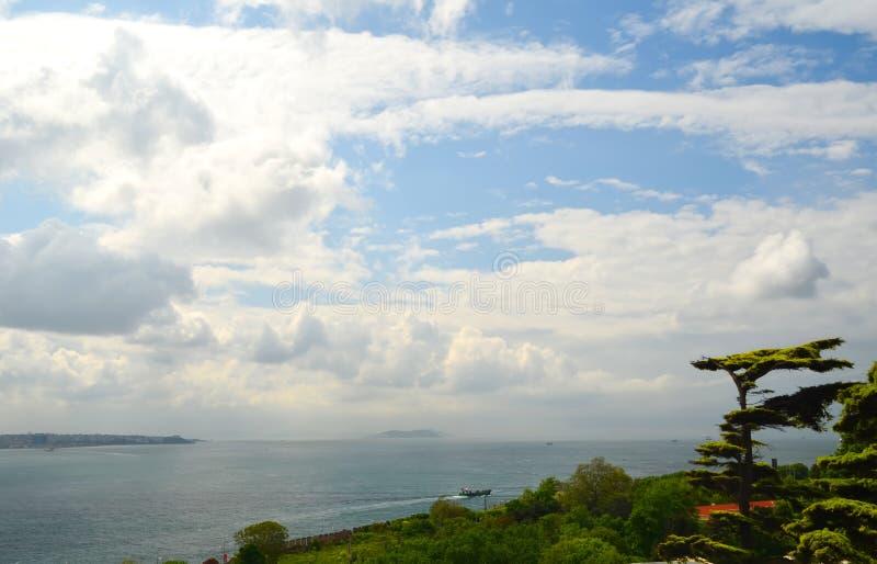 Ansicht zum Meer von Marmara vom Topkapi-Palast lizenzfreie stockfotos