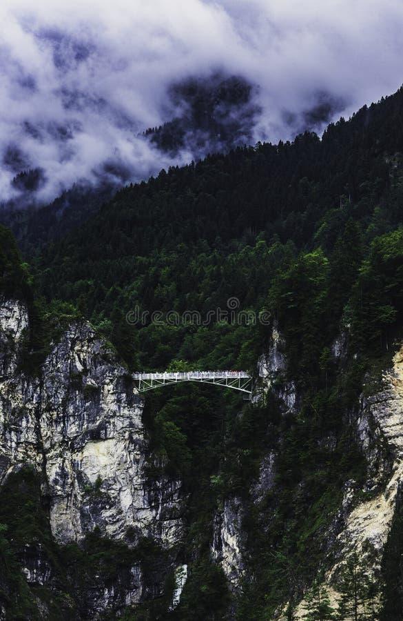 Ansicht zur Brücke vom Neuschwanstein-Schloss lizenzfreie stockfotos