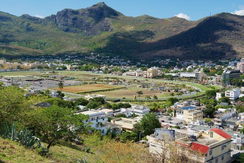 Ansicht zur Ratenbahn und zu den im Stadtzentrum gelegenen Gebäuden in Port Louis, Mauritius lizenzfreies stockfoto