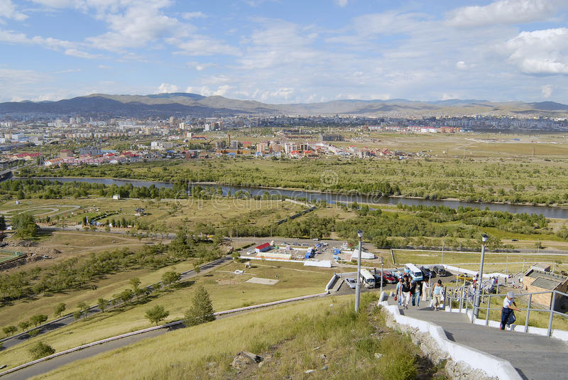 Ansicht zur Ulaanbaatar-Stadt und zum Tuul-Fluss vom Tolgoi-Hügel in Ulaanbaatar, Mongolei lizenzfreie stockfotos