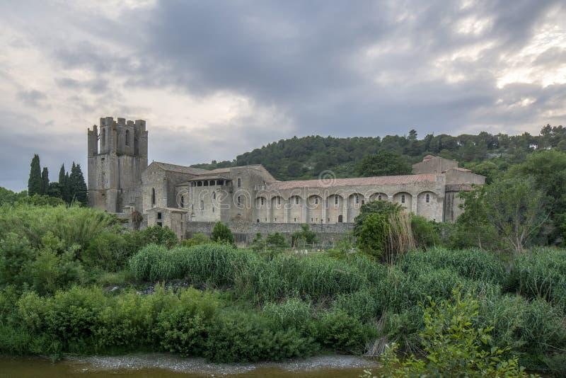 Ansichten der Abtei von St Mary von Lagrasse-abbaye Sainte-Marie lizenzfreie stockbilder