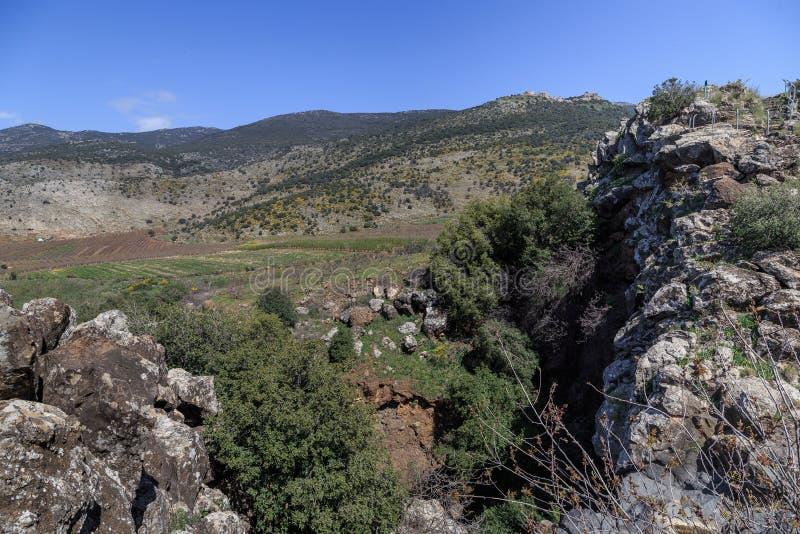Ansichten des Bergs Arbel und der Felsen israel stockfotografie