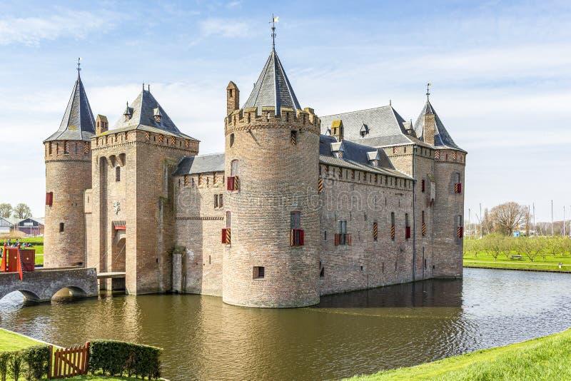 Ansichten des 700 jährigen Schlosses 'Muiderslot 'mit Schlossburggraben, die Niederlande 2 lizenzfreie stockbilder