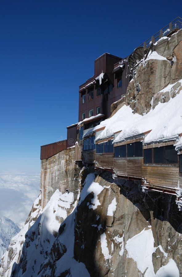 Ansichtgalerie auf Gebirgsspitze nahe Mont Blanc lizenzfreies stockbild