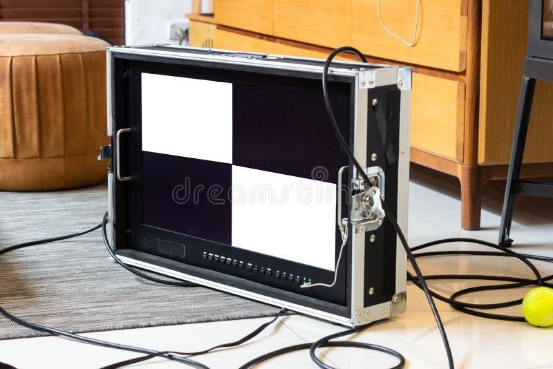 Ansichtschirmmonitor von der Filmschießenkamera im Studio Beh lizenzfreie stockfotografie