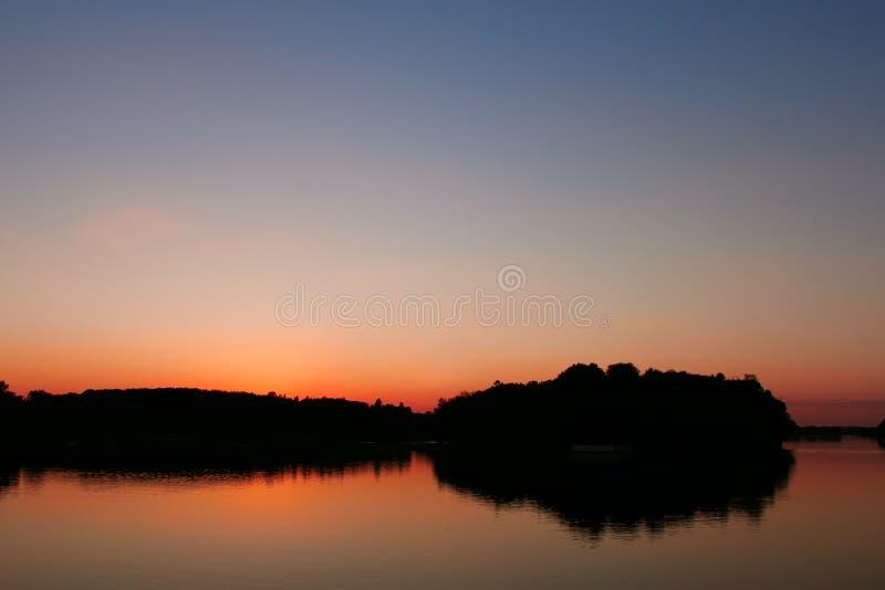 Ansichtvorratsbehälter nach Sonnenuntergang lizenzfreie stockfotografie